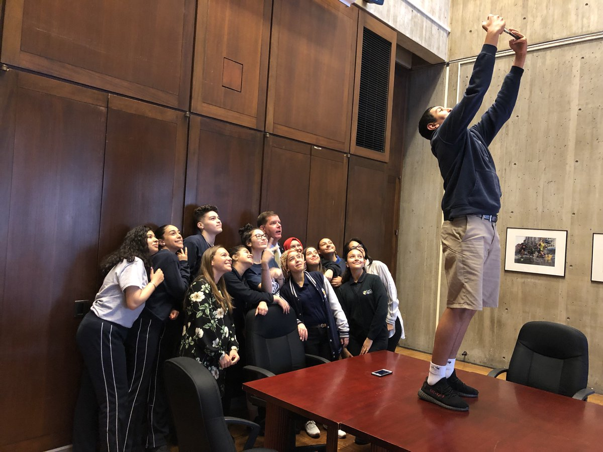 So proud to meet with @ExcelAcademyCS #EastBoston Arab Student Union - theyre are a model of strength who represent the best of Boston & stand up for what is right. Thank you for visiting City Hall. I look forward to seeing next year's display for Arab American Heritage Month!