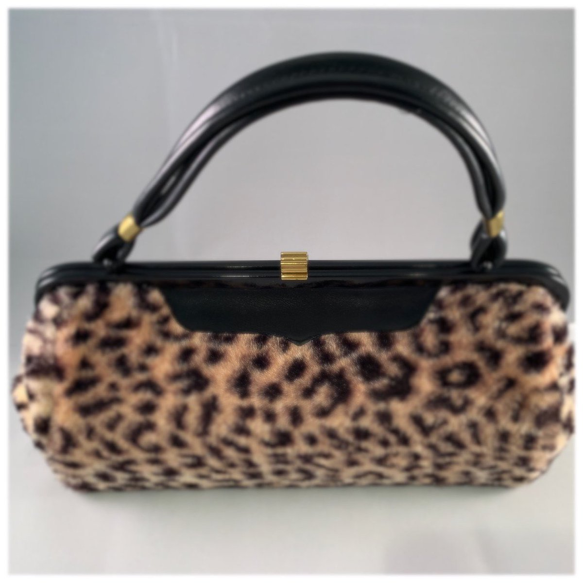 Excited to share the latest addition to my shop: Vintage Faux Fur leopard print hand bag #sammiesuniquefinds https://etsy.me/2Iw0s5spic.twitter.com/v65fX2rXMI