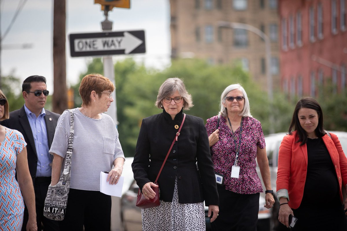 📷 Photos of First Lady Frances Wolf taking a tour of @ProjectHOME in Philadelphia last week. flic.kr/s/aHsmEawaeB