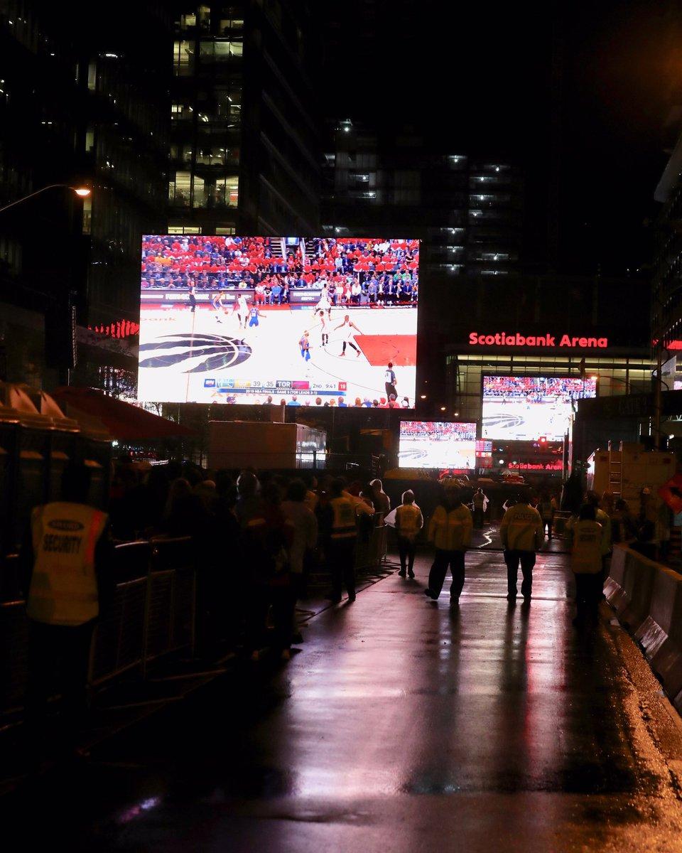 Setting Screens on Bremner Blvd. #WeTheNorth @Raptors https://t.co/4dQyWyoIPz