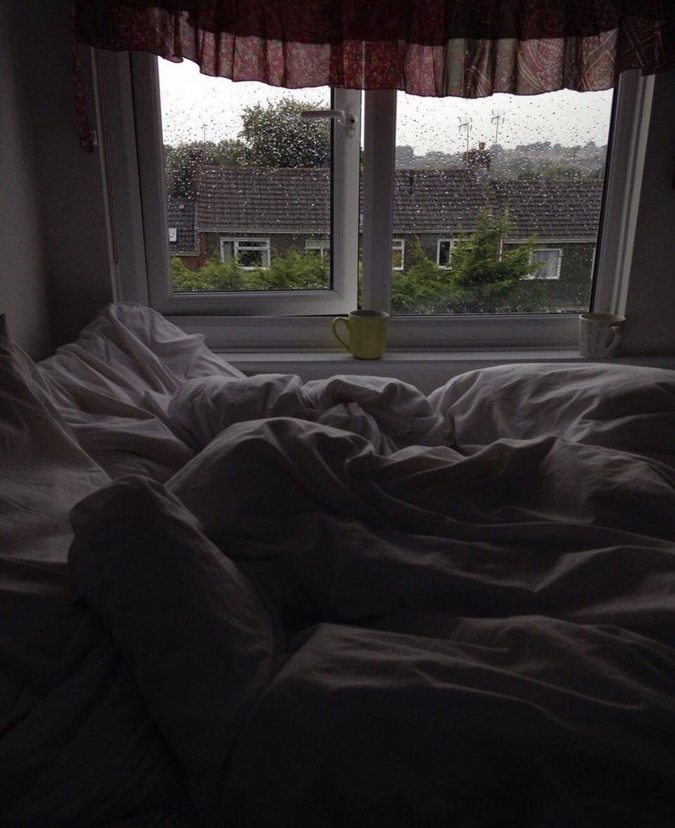 отождествляются рефаимами картинка кровати возле окна с дождем его снимках видим