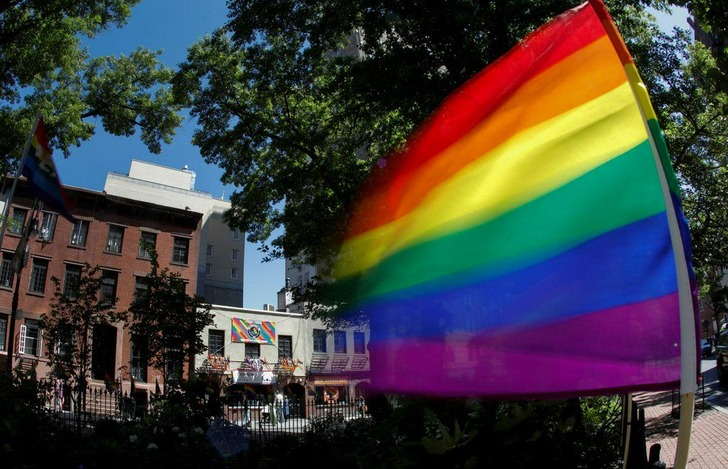 Americans' perception of LGBTQ rights under federal law largely incorrect: Reuters/Ipsos http://www.reuters.com/article/us-usa-lgbt-stonewall-equality-idUSKCN1TC120?utm_campaign=trueAnthem%3A+Trending+Content&utm_content=5cff9ef0fe86c30001b4698d&utm_medium=trueAnthem&utm_source=twitter…