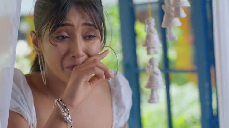 Nairaa!  naira is suffering from 5 years too, her pain of that question, her pain of not being able to go back, her pain of not telling kartik about their cutie, her pain of not letting kairav know about his worlds best papa, she herself has so much in her heart. #yrkkh <br>http://pic.twitter.com/HCMd45CIYu