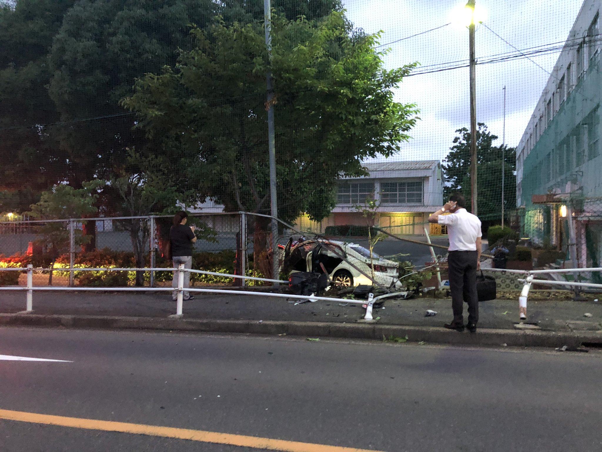 名古屋市昭和区伊勝町の伊勝小学校で車がフェンスを突き破る事故の現場画像