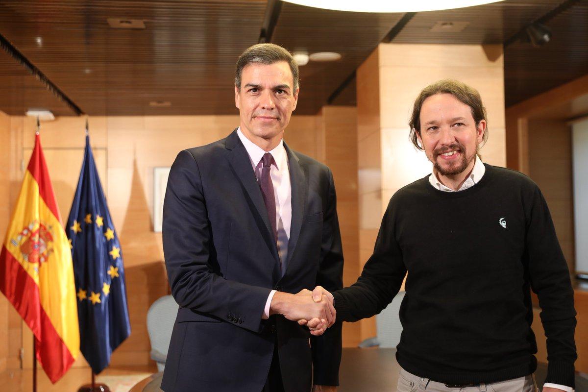 El presidente del Gobierno en funciones, Pedro Sánchez, se reúne con Pablo Iglesias en el Congreso de los Diputados.