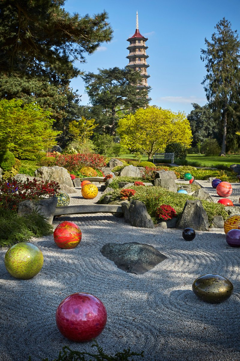 """Chihuly: Reflections on nature"" at @KewGardens features 32 artworks in 13 locations, including ""Niijima Floats"" in the Japanese Garden (pictured.) Runs through October 27, 2019."