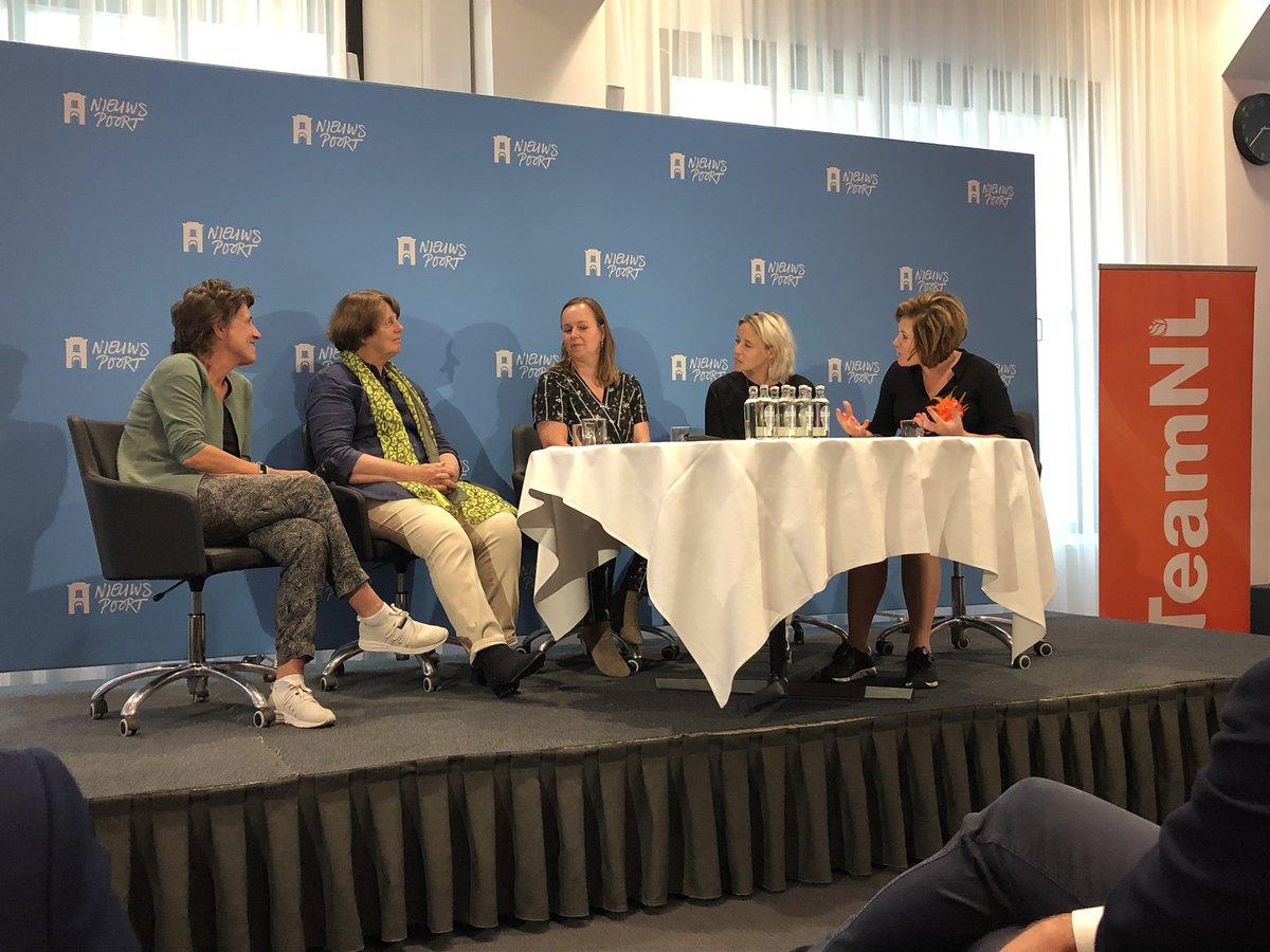 Interessant panel #topvrouwen in de sport met Anneke van Zanen vz @nocnsf, intl sportbestuurder Marijke Fleuren, Leonie Blokhuis @flowsportsnl , @feminnaar en gespreksleider @moniquekleinsman. En natuurlijk samen (toch nog) juichen bij #NLZNED @nieuwspoort @KNVB https://t.co/mn82kCmZcn