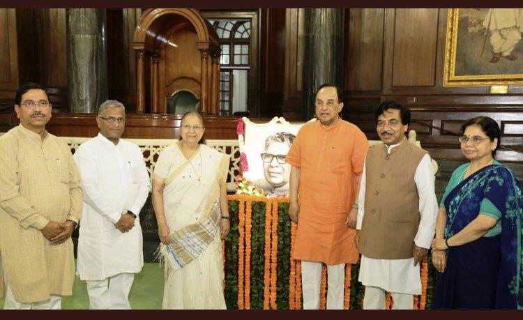 On the occasion of Birth Anniversary of former Lok Sabha Speaker Justice Shri Kawdoor Sadananda Hegde  paid tributes to him in Central Hall.@S_MahajanLS