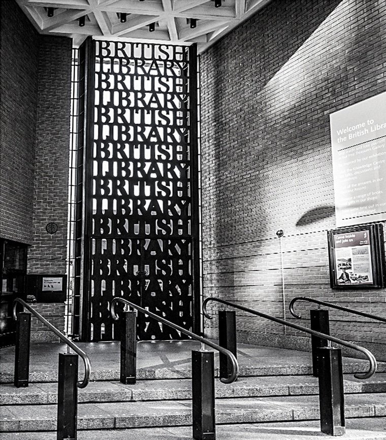 If you look closely enough, you'll find that #typography is everywhere. Can you see how 'British Library' is repeated in strokes that thicken from light to extra bold on these iconic gates designed by David Kindersley and Lida Lopes Cardozo? #MakingYourMark <br>http://pic.twitter.com/0XsZQDwmXd