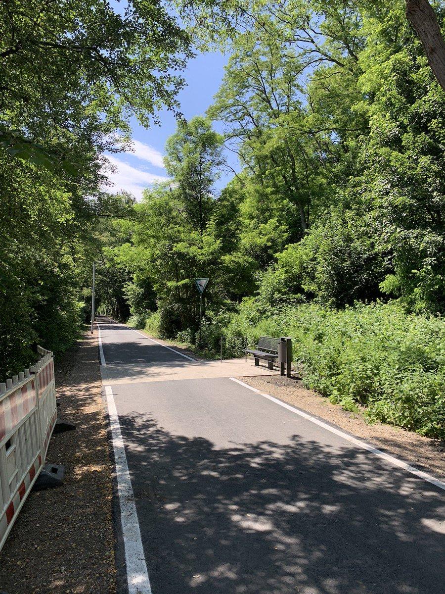 #Springorumradweg 🚴♀️ bzw. #Springorumtrasse 🚶♂️ vom @rvr_ruhr zwischenzeitlich eröffnet: Geänderte Trassenführung, Verweilmöglichkeiten, Eröffnungsvideo - und die Frage der fehlenden Anbindung an die Innenstadt von @bochum_de: ℹ️ https://www.pottblog.de/2019/06/11/bochum-springorumradweg-bzw-springorumtrasse-4-abschnitt-offiziell-eroeffnet-von-altenbochum-bis-nach-dahlhausen-zur-ruhr/… #RVR #Bochum