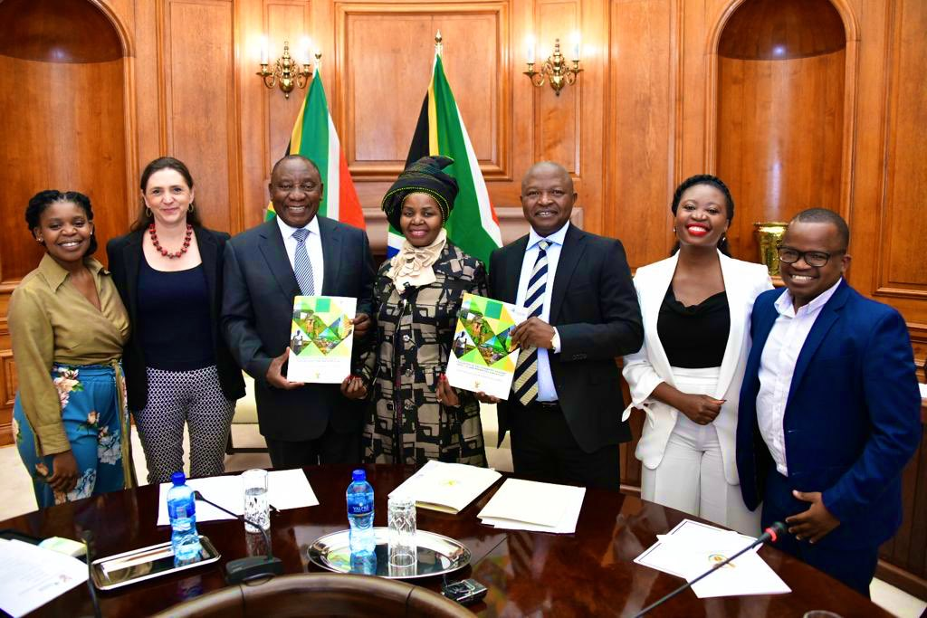 President @CyrilRamaphosa and Deputy President @DDMabuza have today received the report of the Presidential Advisory Panel on #LandReform and Agriculture.  http://bit.ly/2X6Nfco  #OurLandOurHeritage