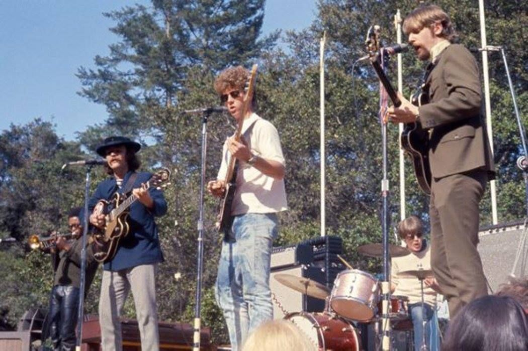 #TheByrds with #HughMasekela   #MagicMountainMusicFestival   June 11, 1967<br>http://pic.twitter.com/VO5wr3pwcx