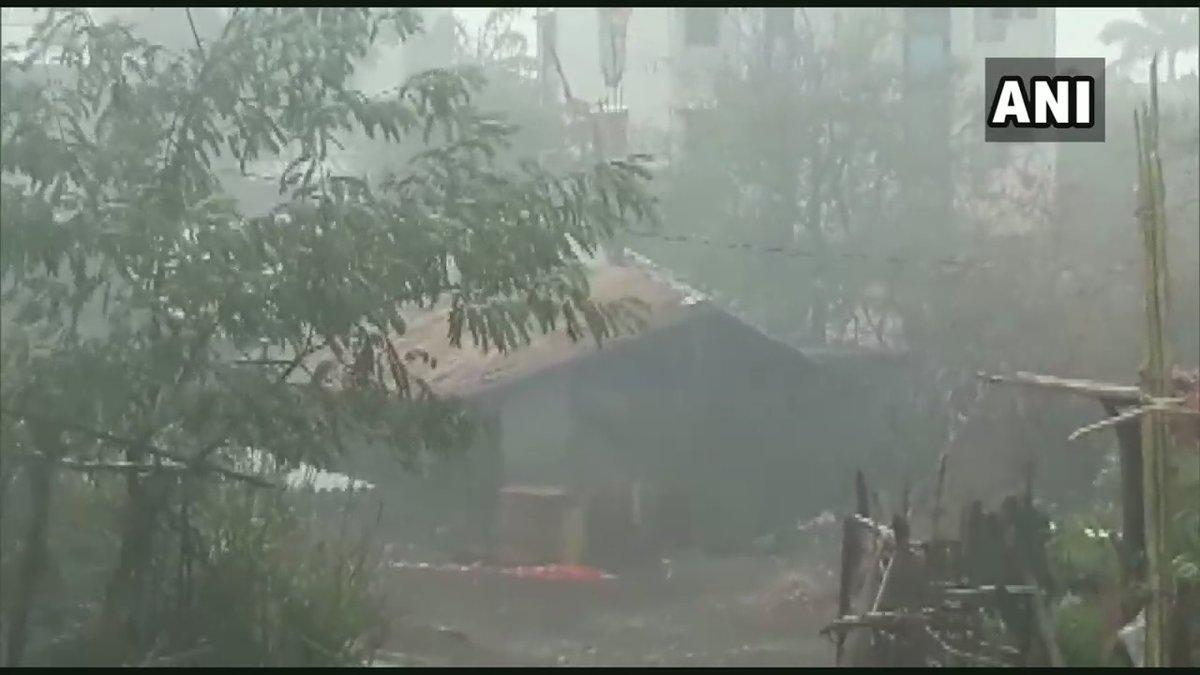 Rain lashes Gujarat's Valsad ahead of #CycloneVayu, which is expectedto hit the state early ThursdayRead more here: https://www.ndtv.com/india-news/cyclone-vayu-likely-to-hit-gujarat-coast-on-june-13-all-updates-you-need-to-know-2051282…(Photos: news agency ANI)