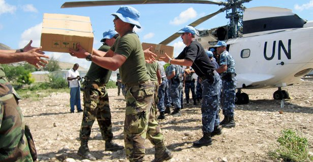 .@UNPeacekeeping often supports the activities of humanitarian partners & at times carries out humanitarian work on its own. Peacekeepers escort relief convoys to help ensure that life-saving supplies reach people in need. http://bit.ly/2IMynaj #ServingForPeace
