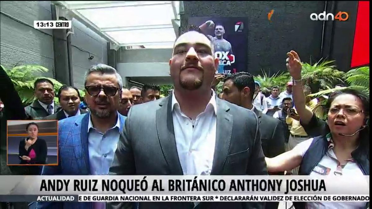 @Andy_destroyer1 Here you see a REAL HEAVY CHAMPION ! And fans see him as a real friend! ARRIVED TO MEXICO 🇲🇽 #MexicanProud #Mexico #Boxing #AndyRuiz #Helwanishow #ufc239 #ChampionsLeague #RuizJoshua2