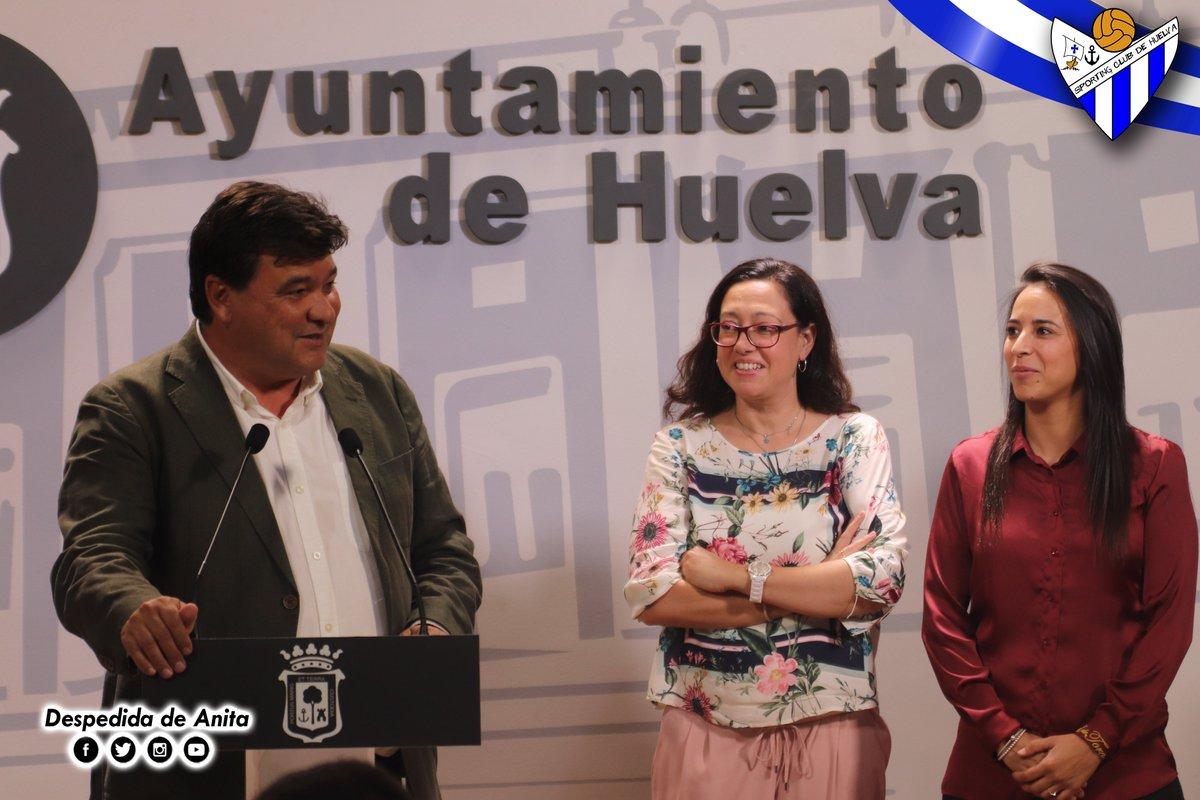 Emocionante rueda de prensa de despedida de @AnitaH978 como jugadora del Sporting Puerto de Huelva.   ¡Gracias por todo, capitana!  #LigaIberdrola