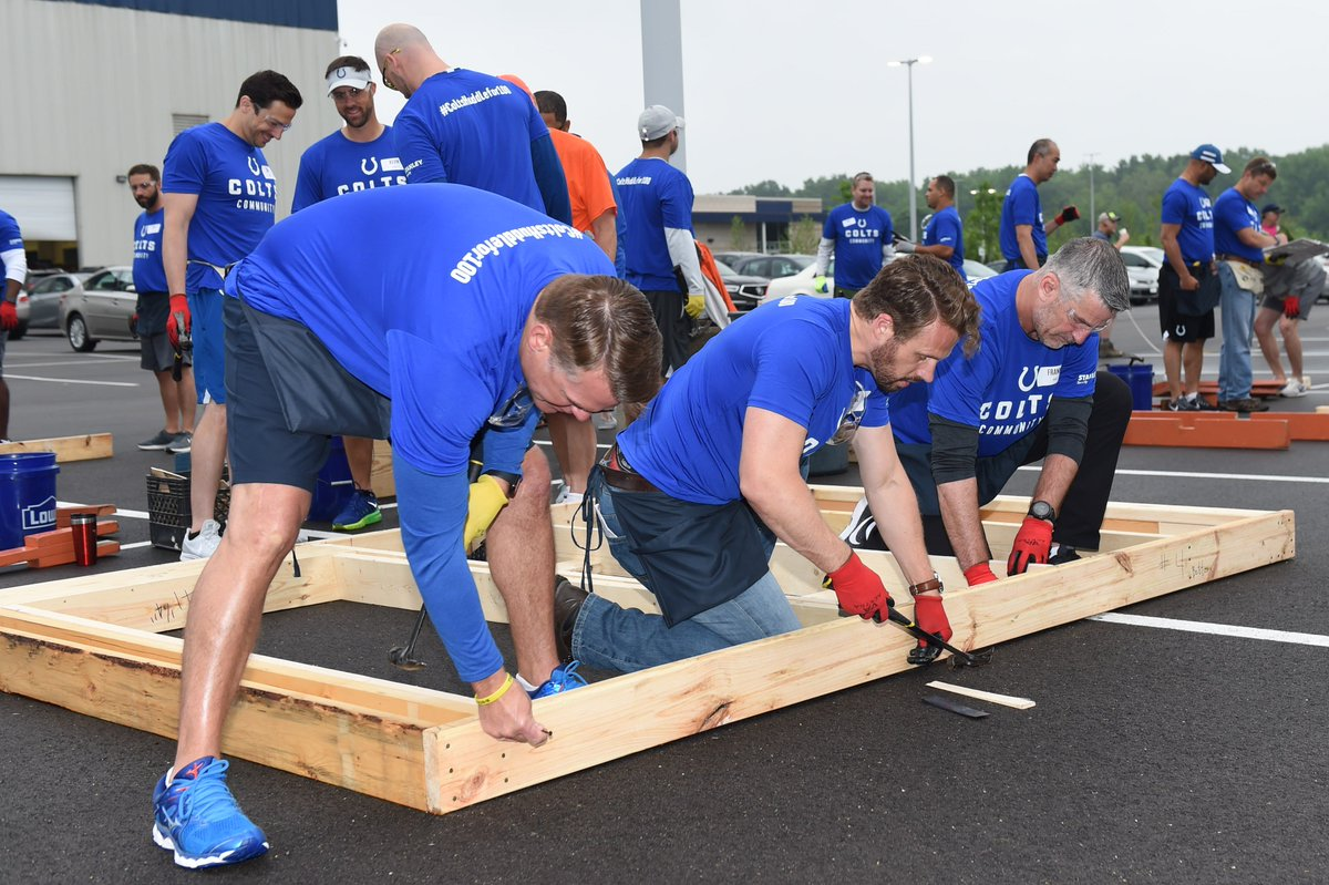 On Monday, volunteers from the @Colts helped construct wall panels for a new @IndyHabitat for Humanity home! #ColtsHuddleFor100 Heres how you can get involved in the #NFLHuddleFor100 initiative: on.nfl.com/YartKk