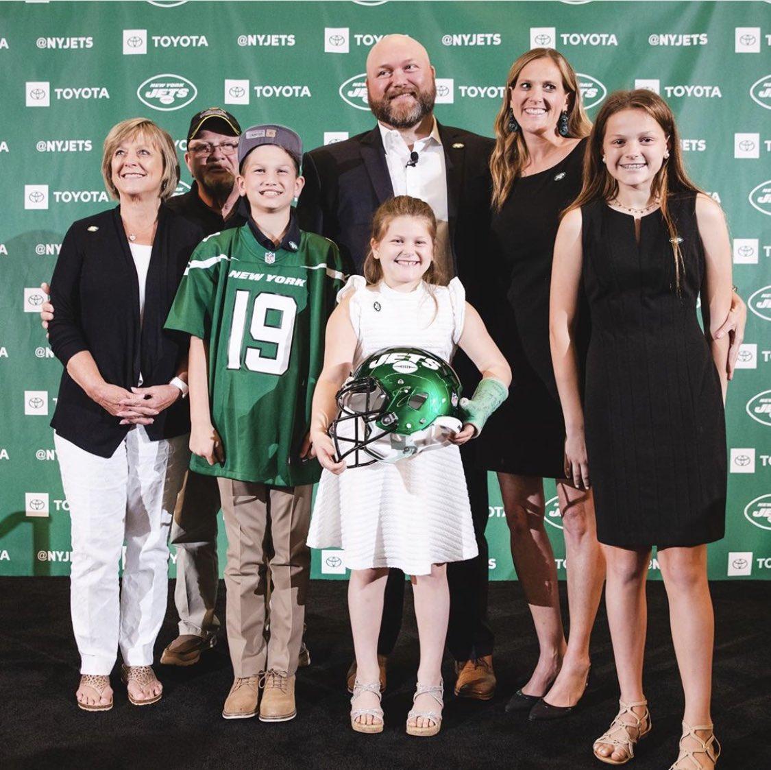 The Douglas family #Jets<br>http://pic.twitter.com/Nhxy9koVaO