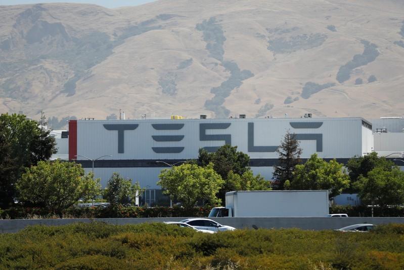 Tesla loses its VP of production: Electrek http://www.reuters.com/article/us-tesla-moves-idUSKCN1TR158?utm_campaign=trueAnthem%3A+Trending+Content&utm_content=5d1353d8c0e5900001cb224f&utm_medium=trueAnthem&utm_source=twitter…