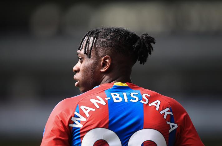 BREAKING: Man Utd agree Aaron Wan-Bissaka transfer as Crystal Palace star nears Old Trafford move  https://www. mirror.co.uk/sport/football /transfer-news/man-utd-agree-aaron-wan-17260302  … <br>http://pic.twitter.com/TAsNnSWrPm