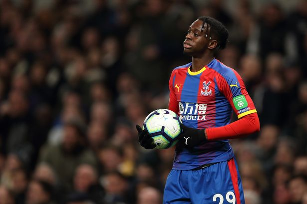 Aaron Wan-Bissaka's game by numbers vs. Man Utd (H):  100% successful take-ons 10 final third passes  5 clearances  4/4 tackles won 0 goals conceded  Hopefully the first of many great performances at Old Trafford.  <br>http://pic.twitter.com/sQiCY48Kt5