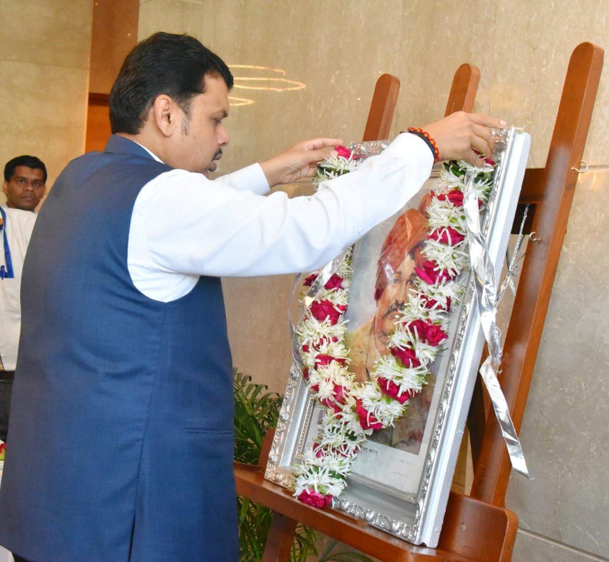 Paid my humble tributes to Chhatrapati Rajarshi Shahu Maharaj at Mantralaya, Mumbai on his birth anniversary, this morning.  राजर्षि छत्रपती शाहू महाराज यांच्या जयंतीनिमित्त आज त्यांच्या प्रतिमेला मंत्रालय, मुंबई येथे पुष्पहार अर्पण करून अभिवादन केले.