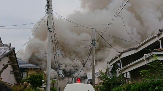 京都市西京区樫原畔ノ海道の住宅で火事が起きている現場の画像
