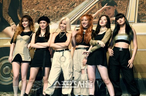 (G)I-DLE revealed that 'Uh-Oh' has a 90s feel to it with some hip-hop elements. There was no pressure doing this concept and it is a cool summer song  https:// entertain.naver.com/now/read?oid=4 68&aid=0000525698  … <br>http://pic.twitter.com/qPN4vrNiaO