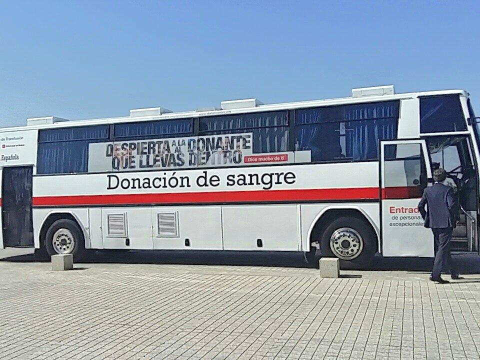 #FelizMiercoles! Continuamos toda la semana en @santander_es hasta las 14h agradeciendo a sus empleados su solidaridad donando sangre! 🤓Recuerda: #donasangre = #salva3vidas! #empresasolidaria #gracias #donaciondesangre #Santander – at Edificio Pinar