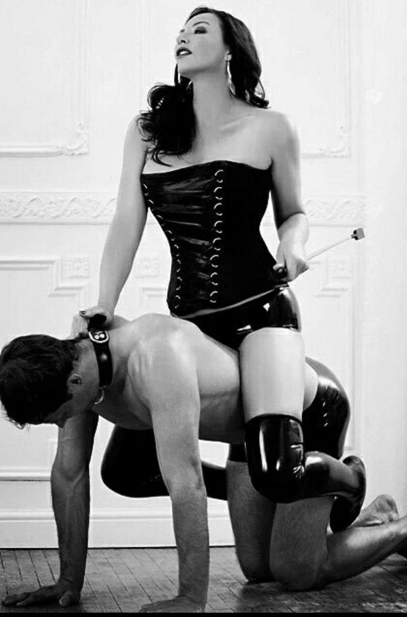 раб и две его госпожи в бассейне младший, данька, способен