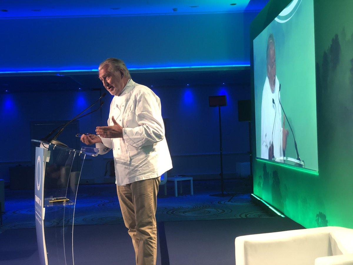 #TransitionForum : Sur scène a #monaco avec un des plus grands chefs du monde @PierreGagnaire qui parle de sa passion pour l'alimentation , pour les bons produits et pour l'harmonie de la cuisine et de la planète // poke #futureoffood by @thecampProvence