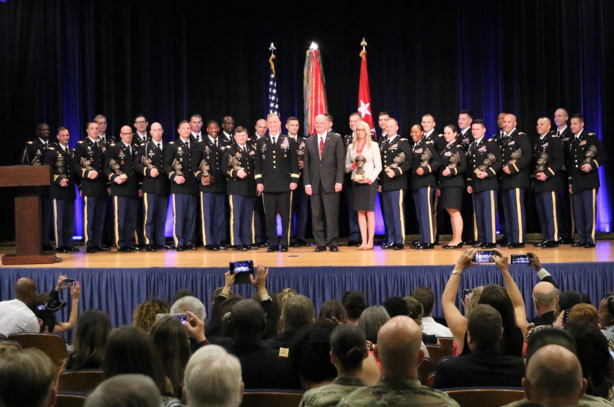 .@USArmy #Congratulations to the 30 #USArmy #Soldiers who received the Gen. Douglas MacArthur Leadership Awards June 21 at #ThePentagon | dvidshub.net/image/5516789/… | #ArmyLeadership, @USArmyReserve, @MacArthur1880, #Army, #GDMLA, #ArmyReadiness, #ArmyStrong, #ReadyNow🇺🇸