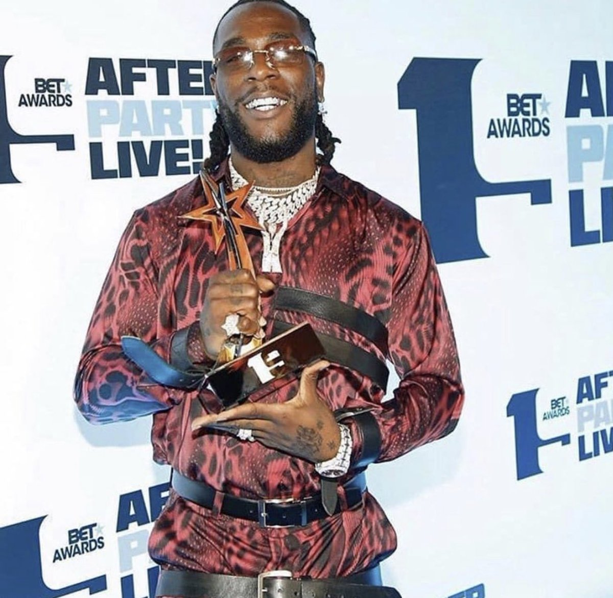 Congrats Mi lo lo !!! U over deserve this my brother !! More to come @burnaboy 🖤
