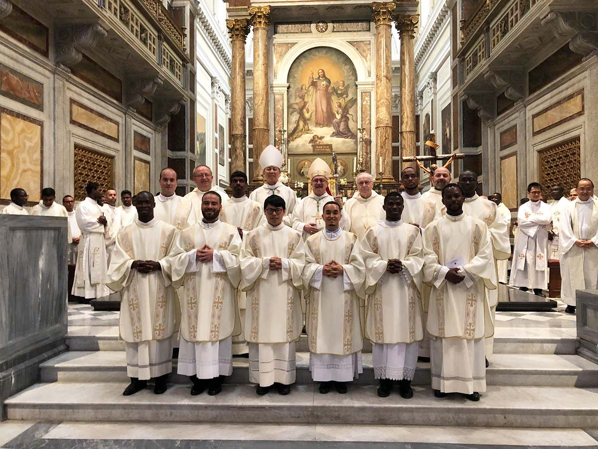 Italy - Diaconal ordinations of 10 Salesians https://t.co/EKiiy7NlWW https://t.co/mH3bcbcTRf