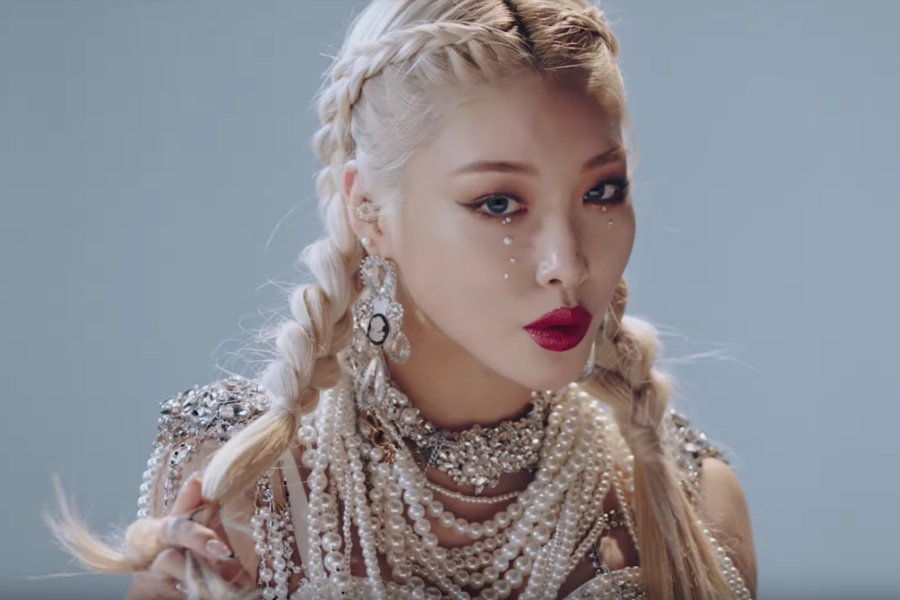 WATCH: #Chungha Gets Everyone's Fingers 'Snapping' With Her New MV https://t.co/ujOkcpy7xJ https://t.co/00JTiojewO