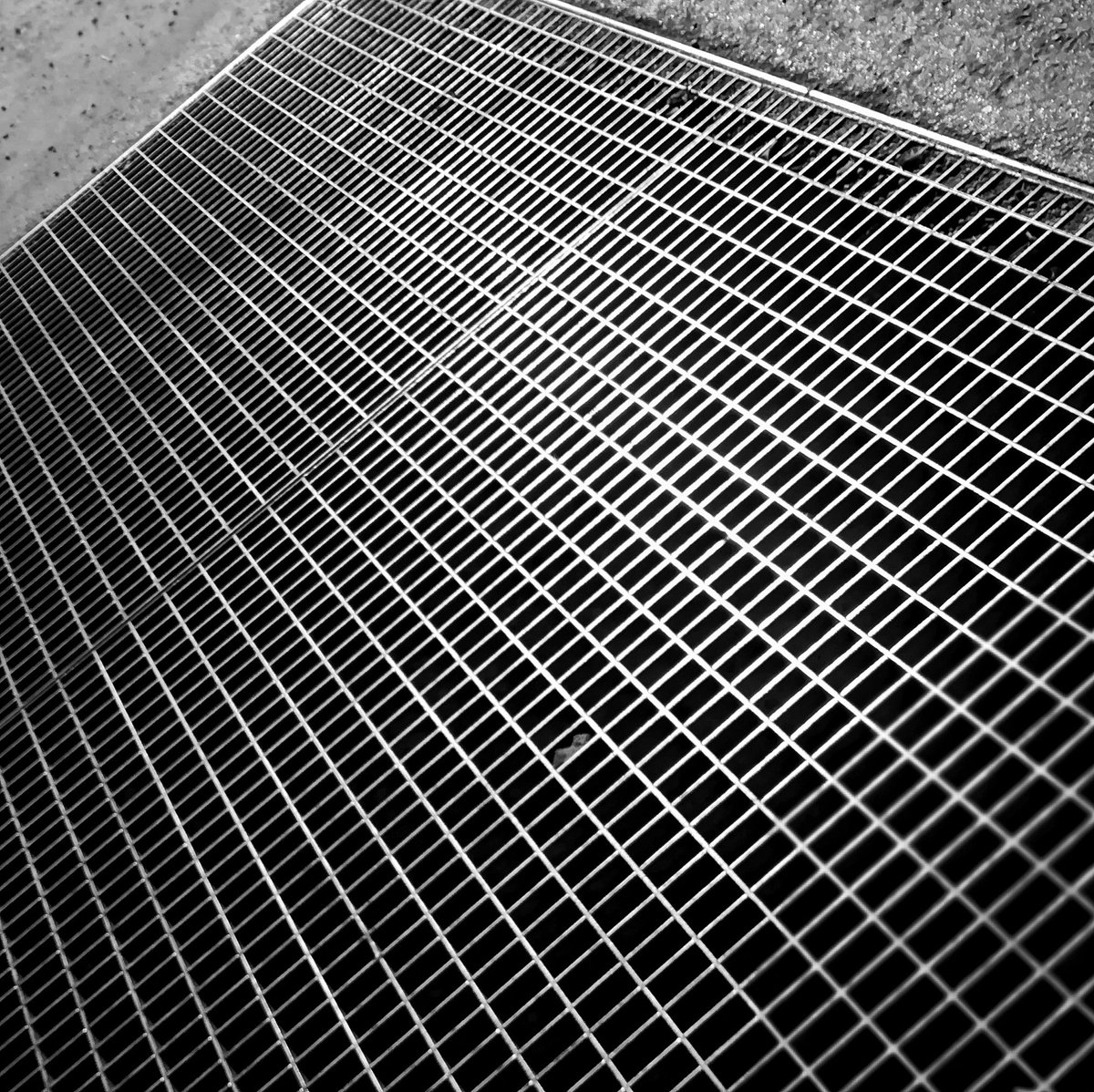 RT @AG_Exposed: #Light on the #Grid  #blackandwhitephotography https://t.co/5XbZ0rbr9M