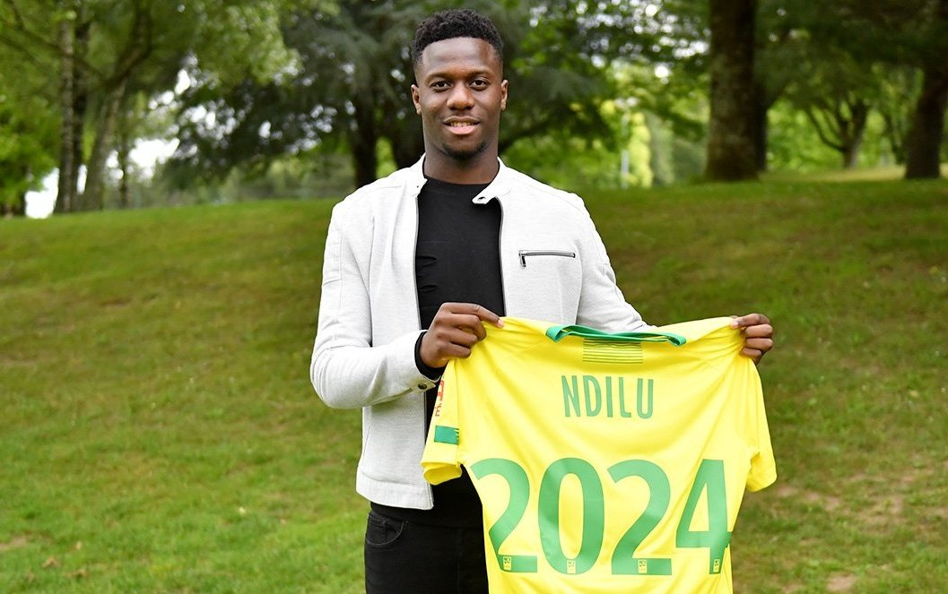 Welcome to @bridge_ndilu! The 18 years old french striker signed for 5 years! 🇨🇵#FCNantes #Ligue1 #Mercato