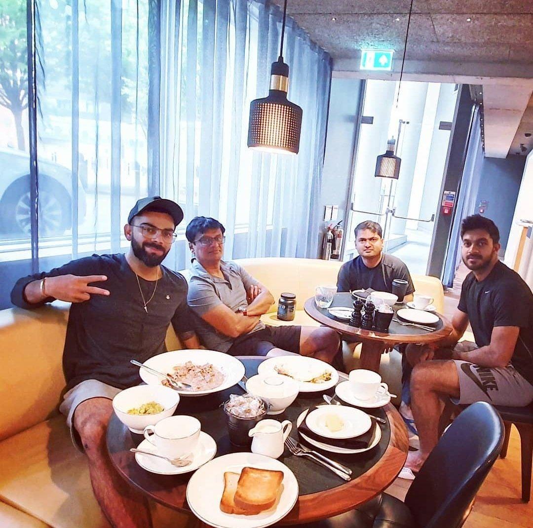 Breakfast alongside some good fellas 🤙😃. #staymadstaywrogn #basushanker @vijayshankar260