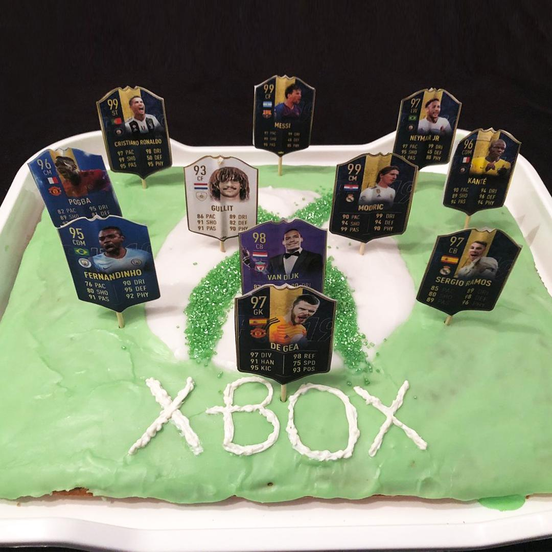 When you let your mom pick the birthday XI 🎂🎮 @DullenDike