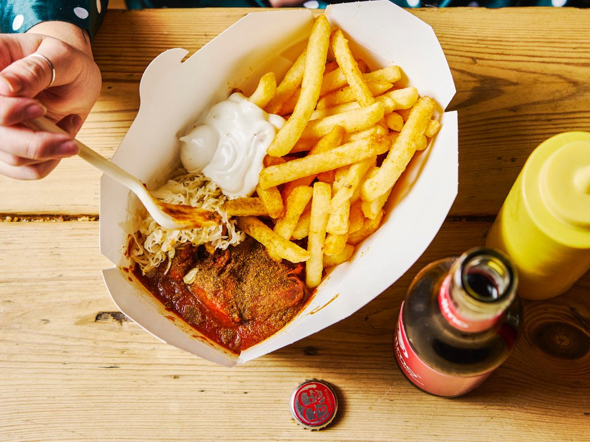 Would you like some fries with your mayo? #mayolover #currywurst #villiersstreet https://t.co/sM2O9iqVxI