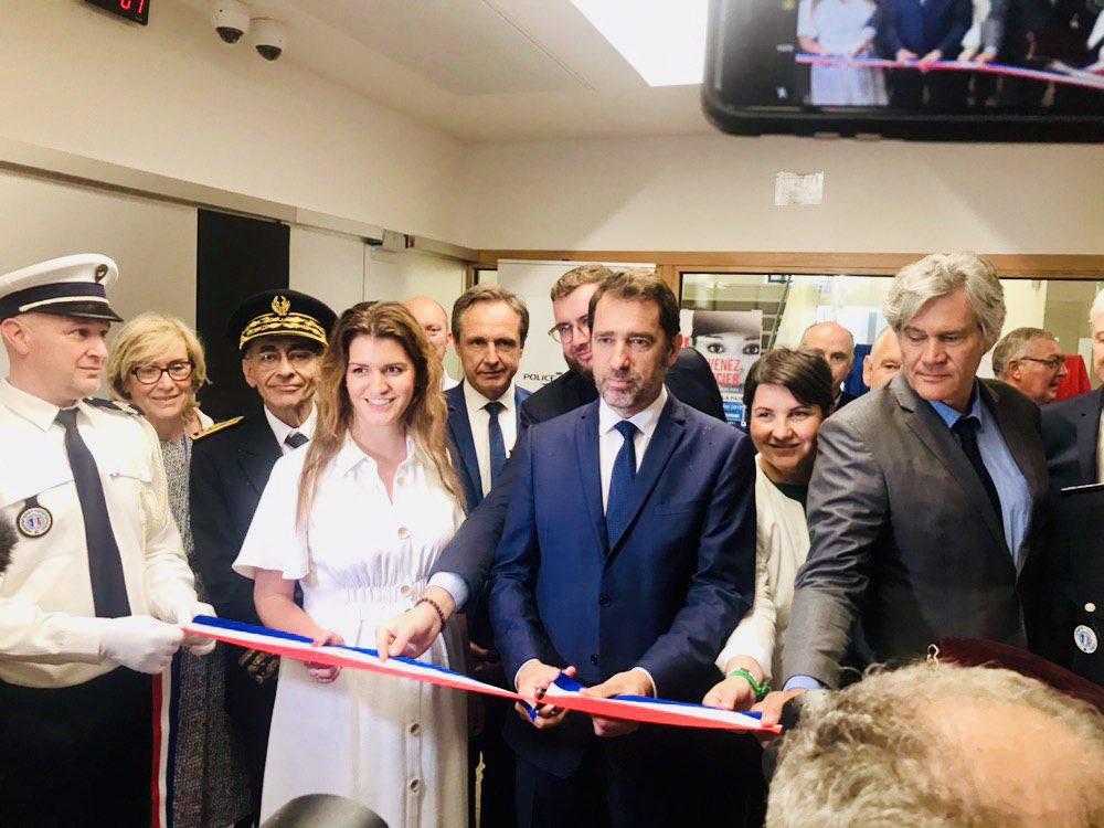 Avec le Ministre de l'Intérieur @CCastaner le Député @DamienPichereau @SLeFoll @LeMenerDom @Prefet72  et tous les élus, heureuse  d'inaugurer le magnifique nouveau commissariat du Mans !