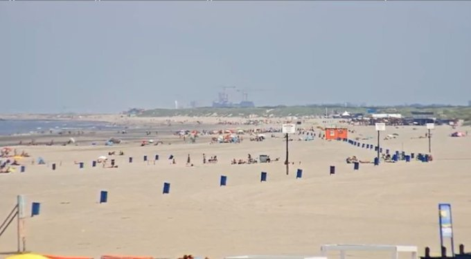 Inmiddels is de 30°C gehaald in Honselersdijk. Op het strand enige graden koeler https://t.co/Pva2SuymwH https://t.co/RvCTdXmG4p
