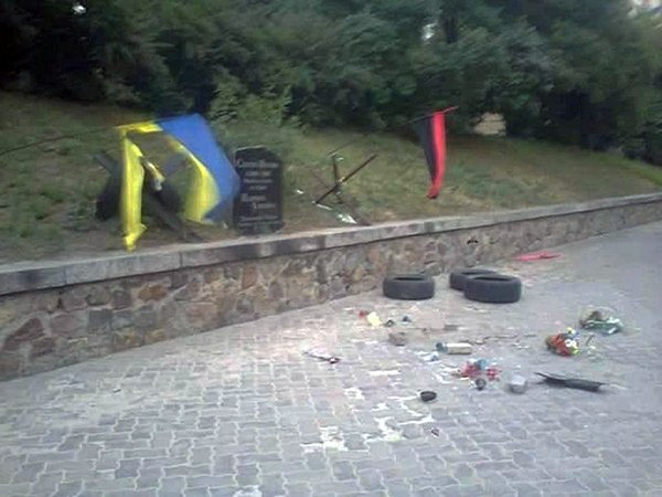 RT @BzhLife: В Киеве вандалы разрушили мемориал Сергею Нигояну  https://t.co/pXRPvL0uZp https://t.co/5OdDEfvWLj