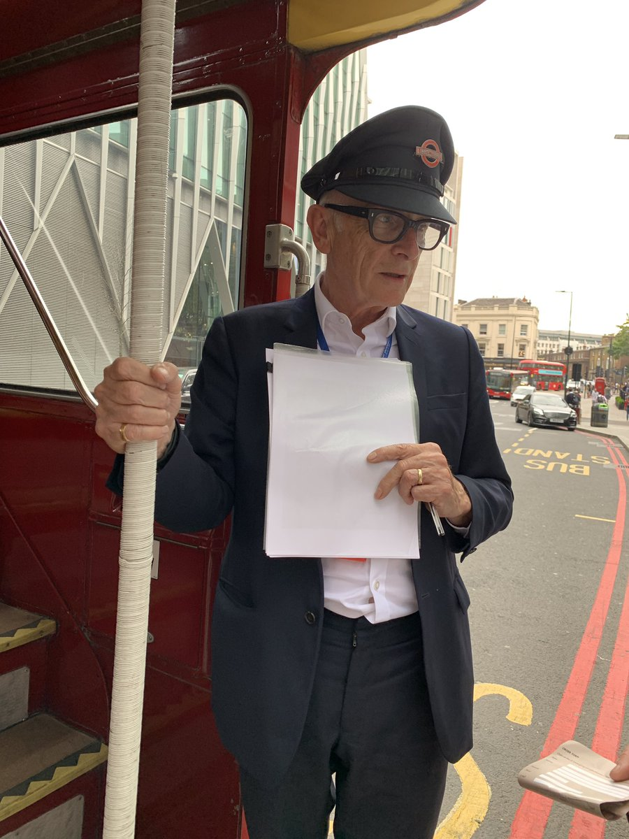 All aboard Sir Peter Hendy London Architecture bus tour with conductor, Peter Murray #CustomerExperience