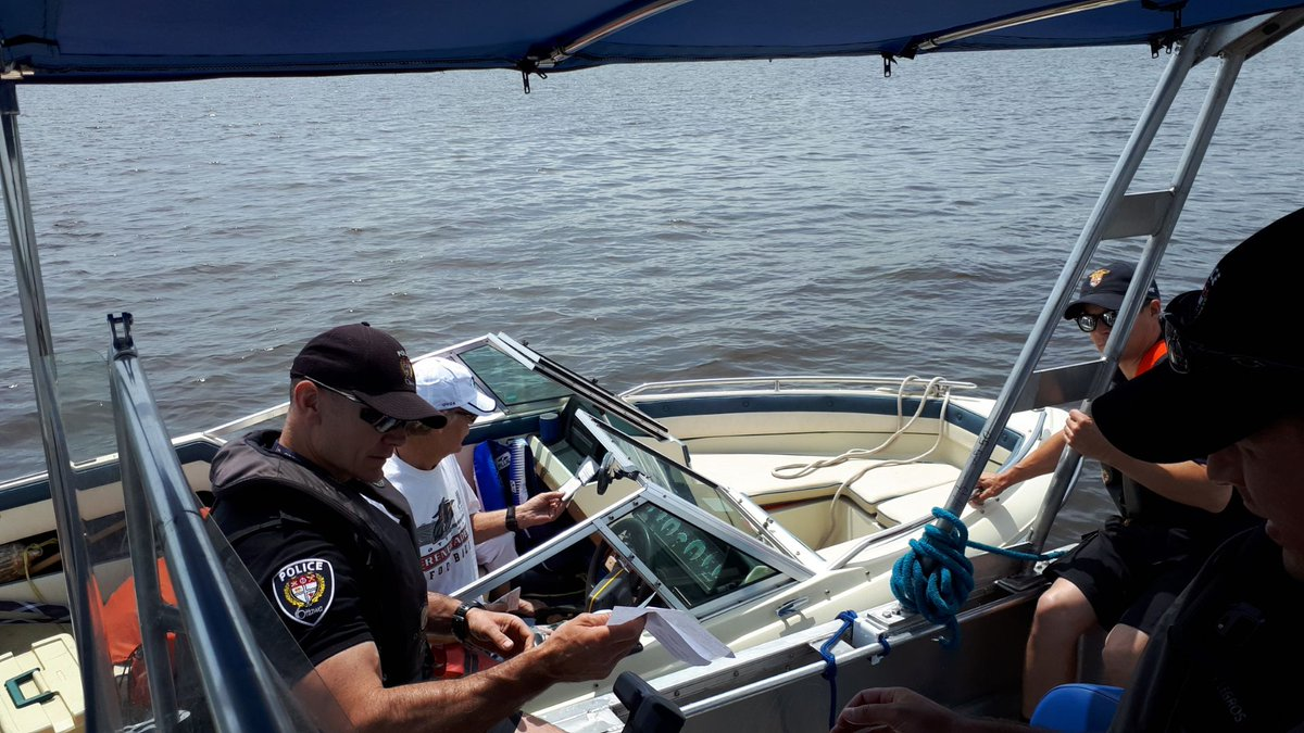 Out on the Ottawa River ensuring boating safety and enforcing regulations on the waterways. #1848 <br>http://pic.twitter.com/VsXobsyRZz