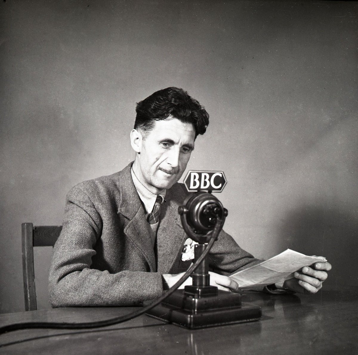 #OnThisDay 1903: George Orwell was born Eric Arthur Blair in Motihari. He is pictured here in 1943.