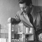 #TalDíaComoHoy de 1888 nacía #GerritRietveld arquitecto y diseñador neerlandés q abrió caminos en el diseño de mobiliario e interiores Siguió los postulados de #DeStijl movimiento artístico que preconiza la unión de las artes y aboga por las formas simples y los colores primarios