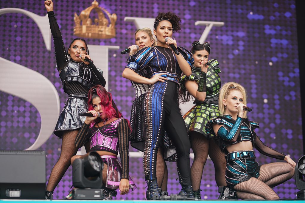 Some awesome shots of the Queens at @westendlive   Thank you #QueenAnna for the pics!  @annaclarephotog #Queendom<br>http://pic.twitter.com/2Ufgjtl60l