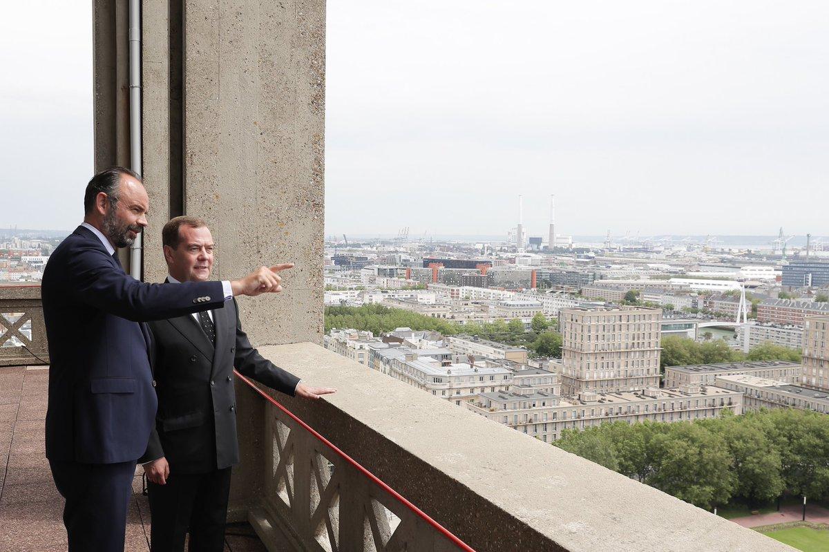 Heureux d'accueillir mon homologue russe, @MedvedevRussiaE, en France (et qui plus est, au Havre !)