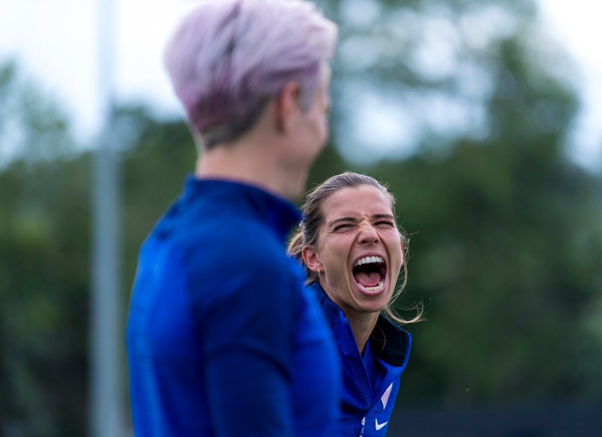 Game day smiles. 😄Tune in for USAvESP 12 pm ET on FOX. #ISIphotos @bradsmithimages